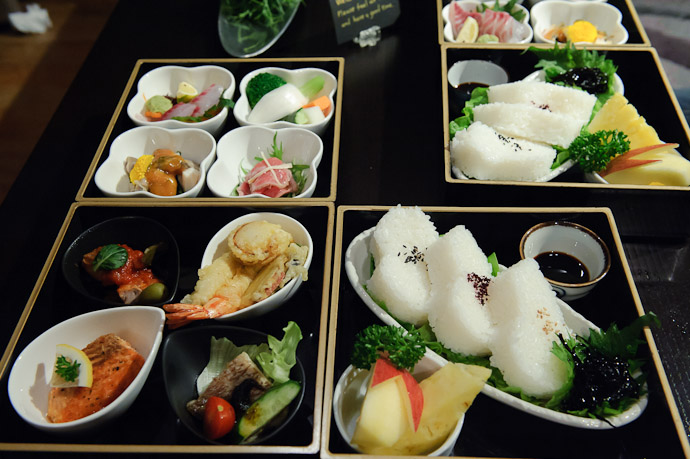 Dinner -- Aqua Hotel -- Shodoshima, Kagawa, Japan -- Copyright 2010 Jeffrey Friedl, http://regex.info/blog/