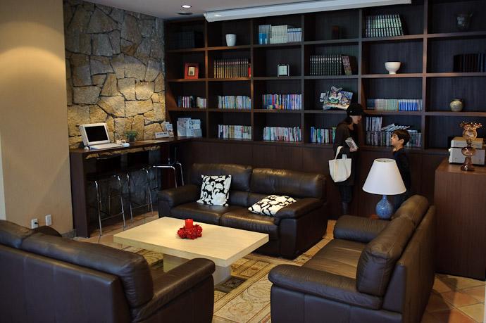 Common Room -- Aqua Hotel -- Shodoshima, Kagawa, Japan -- Copyright 2010 Jeffrey Friedl, http://regex.info/blog/