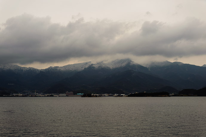 Frosty and cold and bleary -- Shodoshima, Kagawa, Japan -- Copyright 2010 Jeffrey Friedl, http://regex.info/blog/