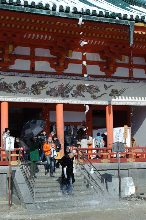 Near Miss -- Heian Shrine -- Kyoto, Japan -- Copyright 2011 Jeffrey Friedl, http://regex.info/blog/