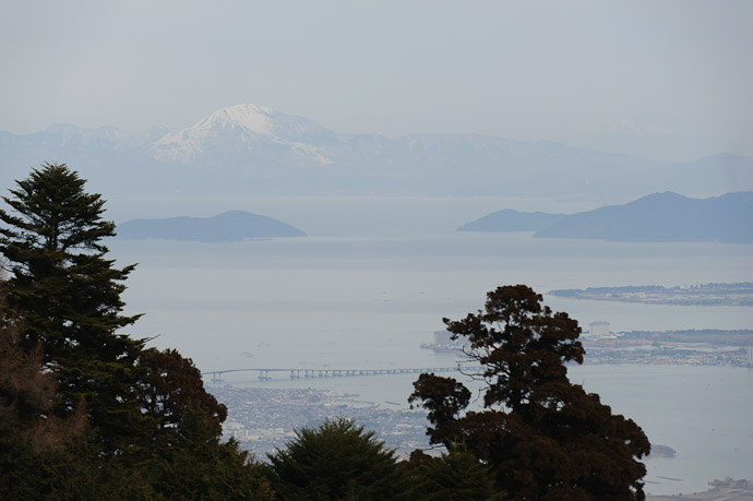 Part of Lake Biwa with 1,377-meter Mt. Ibuki rising out of the haze 65 kilometers away -- Hieizan Driveway -- Shiga, Japan -- Copyright 2011 Jeffrey Friedl, http://regex.info/blog/