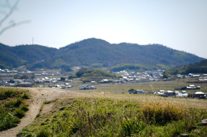 Path to Where? -- Sanyo Highway Seto Parking Area ( - ) -- Okayama, Japan -- Copyright 2011 Jeffrey Friedl, http://regex.info/blog/