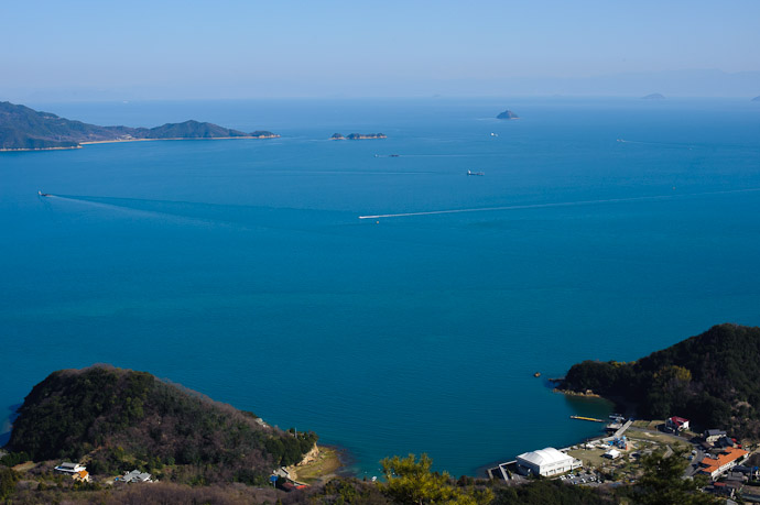 Cross Traffic -- Mt. Takamiyama (高見山) -- Onomichi, Hiroshima, Japan -- Copyright 2011 Jeffrey Friedl, http://regex.info/blog/