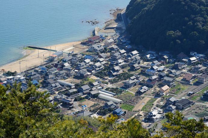 Tranquil Village -- Mt. Takamiyama (高見山) -- Onomichi, Hiroshima, Japan -- Copyright 2011 Jeffrey Friedl, http://regex.info/blog/