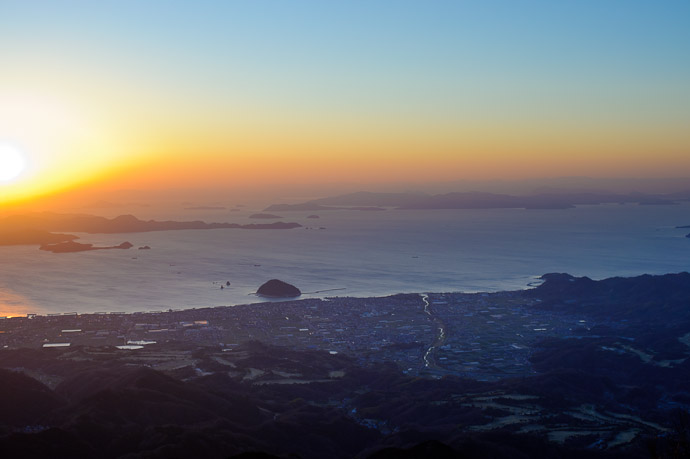 Mt. Takanawa (高縄山) -- Matsuyama, Ehime, Japan -- Copyright 2011 Jeffrey Friedl, http://regex.info/blog/