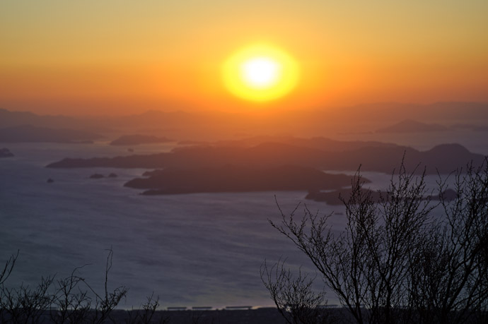 Super-Hazy Sunset over the Inland Sea -- Mt. Takanawa (高縄山) -- Matsuyama, Ehime, Japan -- Copyright 2011 Jeffrey Friedl, http://regex.info/blog/
