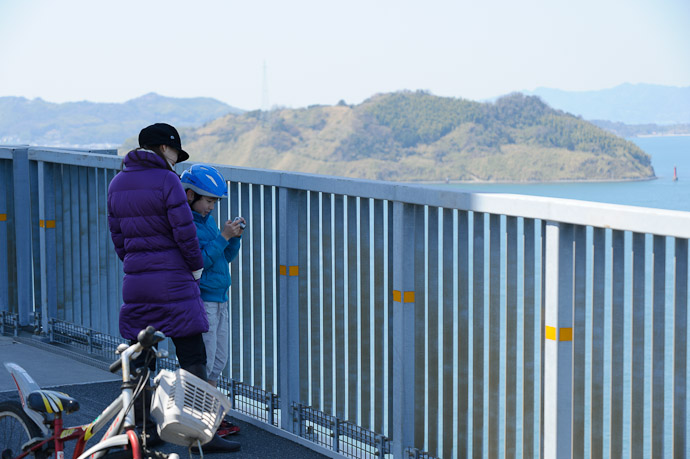 Checking The Results -- Imabari, Ehime, Japan -- Copyright 2011 Jeffrey Friedl, http://regex.info/blog/