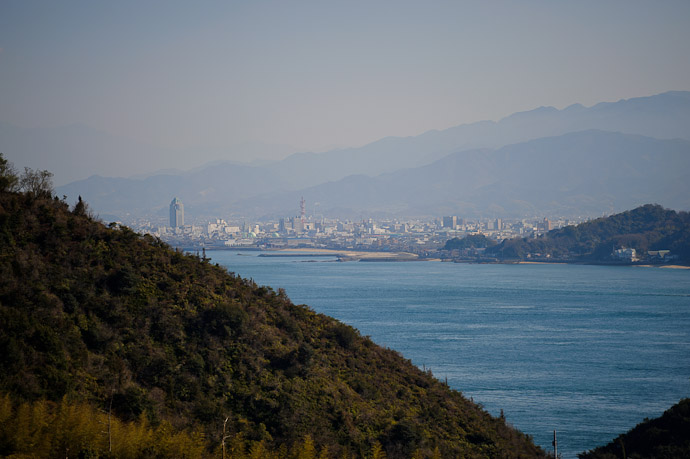 Imabari City in the deepening haze -- Imabari, Ehime, Japan -- Copyright 2011 Jeffrey Friedl, http://regex.info/blog/