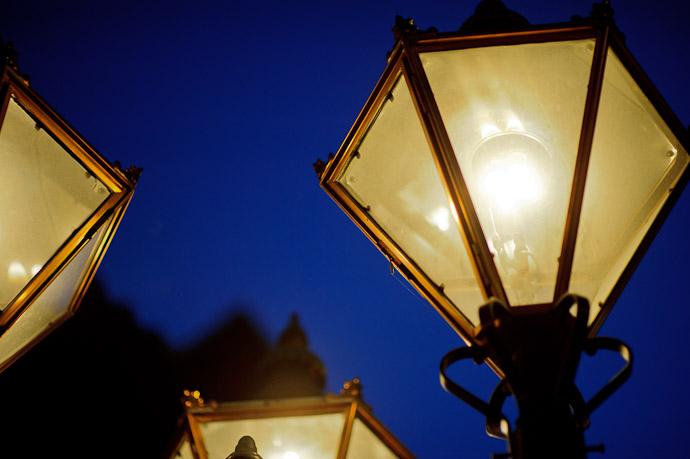 Gas Street Lamps -- Dougo Onsen (道後温泉) -- Matsuyama, Ehime, Japan -- Copyright 2011 Jeffrey Friedl, http://regex.info/blog/