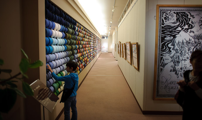 Wall of Thread -- Imabari, Ehime, Japan -- Copyright 2011 Jeffrey Friedl, http://regex.info/blog/