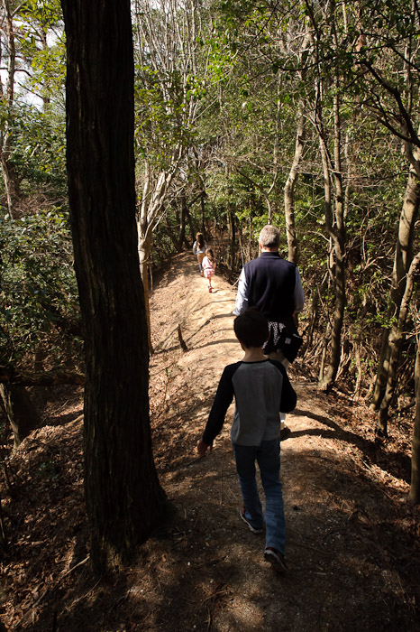 Ridge Walk -- Otsu, Shiga, Japan -- Copyright 2011 Jeffrey Friedl, http://regex.info/blog/