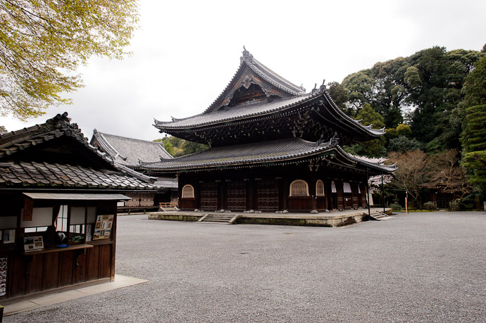Main Hall Sennyuji Temple (泉涌寺), Kyoto Japan -- Sennyuji Temple(泉涌寺) -- Copyright 2011 Jeffrey Friedl, http://regex.info/blog/