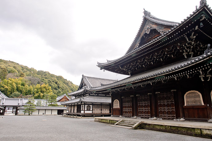 Main Hall, Etc. -- Sennyuji Temple(泉涌寺) -- Kyoto, Japan -- Copyright 2011 Jeffrey Friedl, http://regex.info/blog/