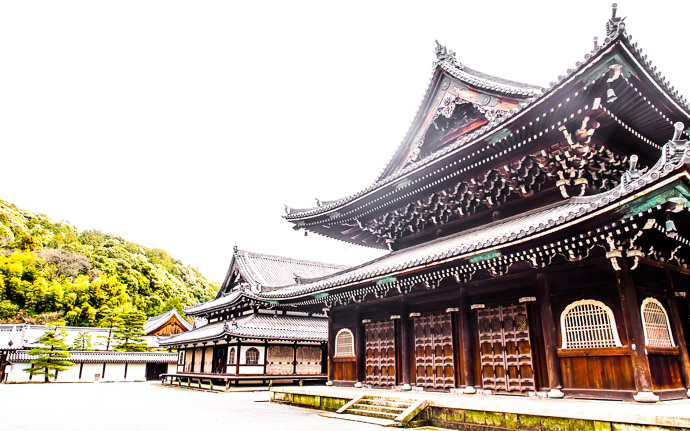 desktop background image of a building at the Sennyuji Temple (泉涌寺)  --  Impact heavyhanded post-processing of the Sennyuji Temple (泉涌寺) Kyoto, Japan  --  Sennyuji Temple (泉涌寺)  --  Copyright 2011 Jeffrey Friedl, http://regex.info/blog/  --  This photo is