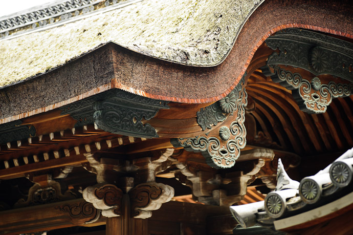 Roof Detail -- Sennyuji Temple(泉涌寺) -- Kyoto, Japan -- Copyright 2011 Jeffrey Friedl, http://regex.info/blog/