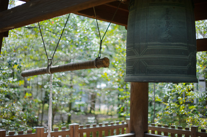 Bell -- Sennyuji Temple (泉涌寺) -- Kyoto, Japan -- Copyright 2011 Jeffrey Friedl, http://regex.info/blog/