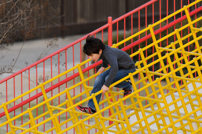 Heading Down -- Itami Sky Park -- Itami, Hyogo, Japan -- Copyright 2011 Jeffrey Friedl, http://regex.info/blog/