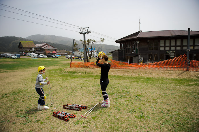 Preparation -- Mt. Kan'nabe (神鍋山) -- Toyooka, Hyogo, Japan -- Copyright 2011 Jeffrey Friedl, http://regex.info/blog/