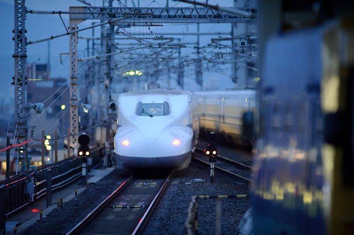 Departure it's pulling away, though the rear is a front as well -- Kyoto Station (京都駅) -- Kyoto, Japan -- Copyright 2011 Jeffrey Friedl, http://regex.info/blog/