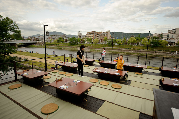 On the Terrace -- Kyoto, Japan -- Copyright 2011 Jeffrey Friedl, http://regex.info/blog/