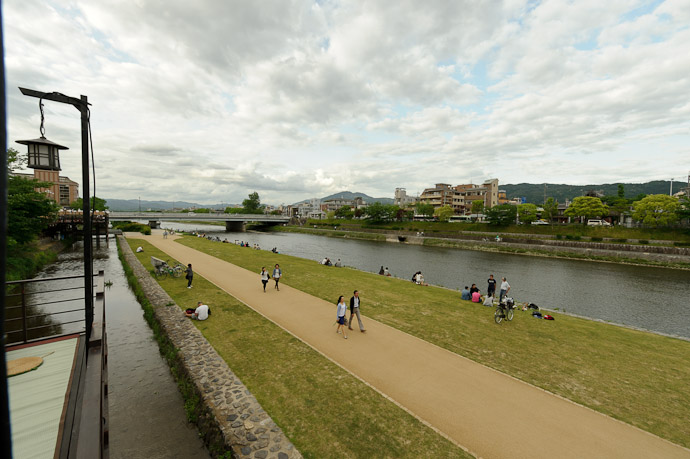 Looking North toward the Ooike-Street bridge -- Kyoto, Japan -- Copyright 2011 Jeffrey Friedl, http://regex.info/blog/