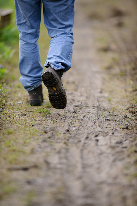 desktop background image of boots walking in the mud -- A Photo Of Boots Walking In The Mud now I am a real art ee st -- Uji, Kyoto, Japan -- Copyright 2011 Jeffrey Friedl, http://regex.info/blog/