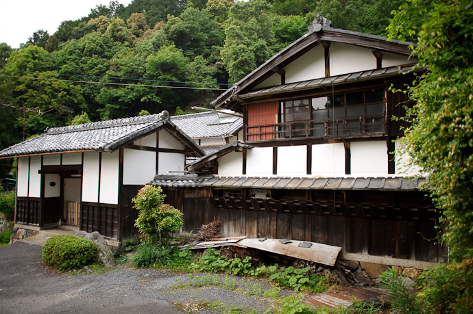 Pleasant Old House -- Uji, Kyoto, Japan -- Copyright 2011 Jeffrey Friedl, http://regex.info/blog/