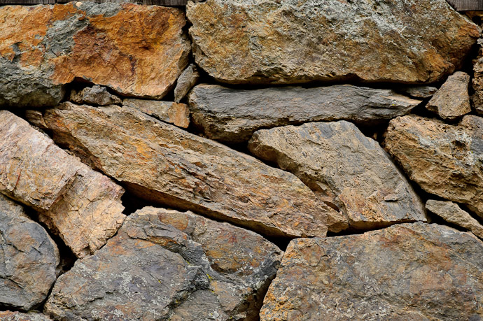 desktop background image of a rock wall -- Uji, Kyoto, Japan -- Copyright 2011 Jeffrey Friedl, http://regex.info/blog/