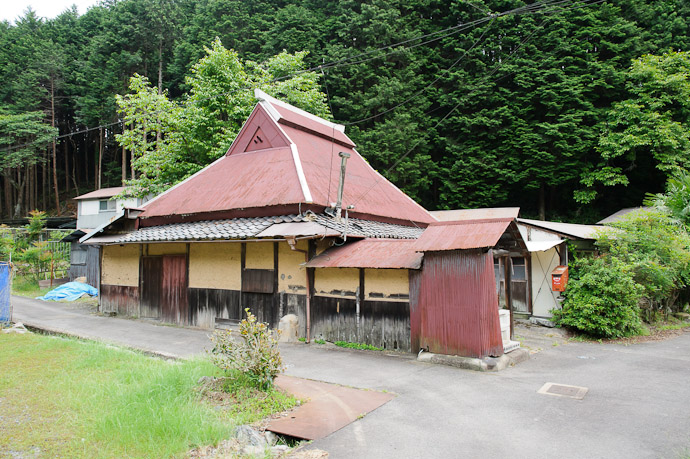 Old House -- Uji, Kyoto, Japan -- Copyright 2011 Jeffrey Friedl, http://regex.info/blog/