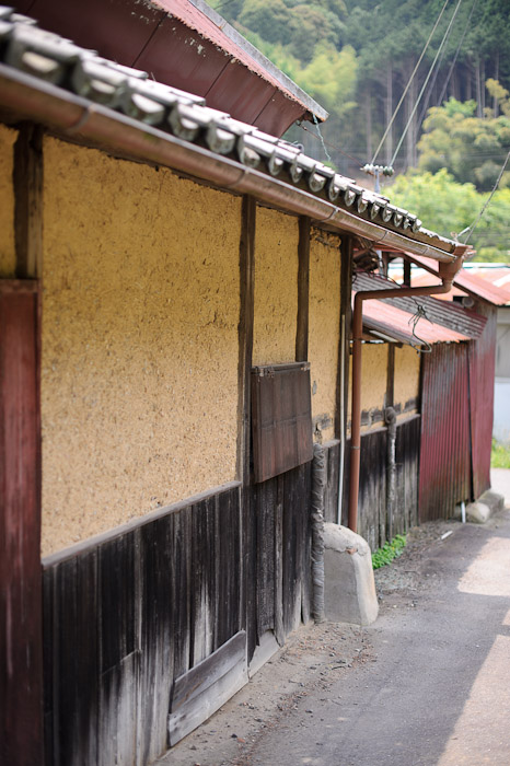 Side of the House facing the road -- Uji, Kyoto, Japan -- Copyright 2011 Jeffrey Friedl, http://regex.info/blog/