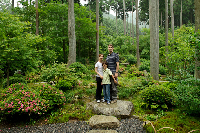 Family Portrait -- Sanzen-in Temple (三千院) -- Kyoto, Japan -- Copyright 2011 Jeffrey Friedl, http://regex.info/blog/