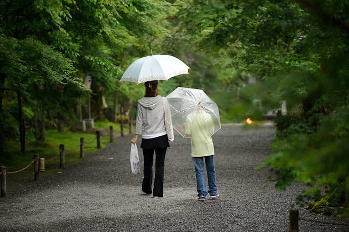 Heading Home -- Sanzen-in Temple (三千院) -- Kyoto, Japan -- Copyright 2011 Jeffrey Friedl, http://regex.info/blog/