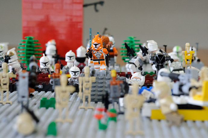 Clone and Droid Attack -- Kyoto, Japan -- Copyright 2011 Jeffrey Friedl, http://regex.info/blog/