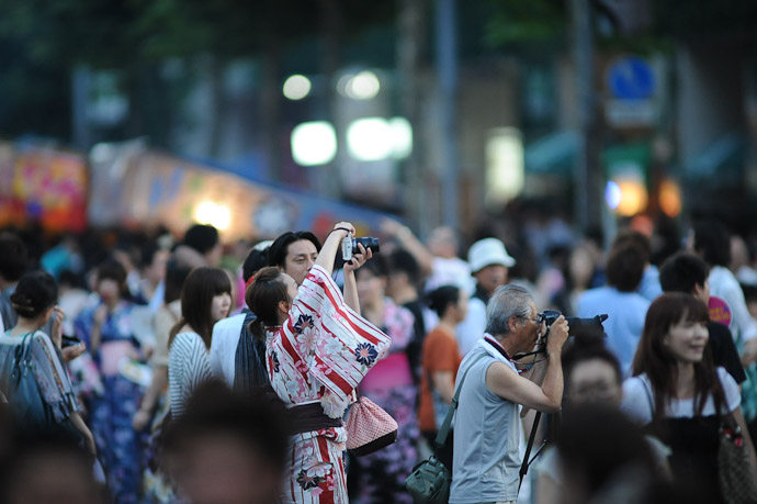 Kimono Camera Lady -- Gion Matsuri (祇園祭) -- Kyoto, Japan -- Copyright 2011 Jeffrey Friedl, http://regex.info/blog/