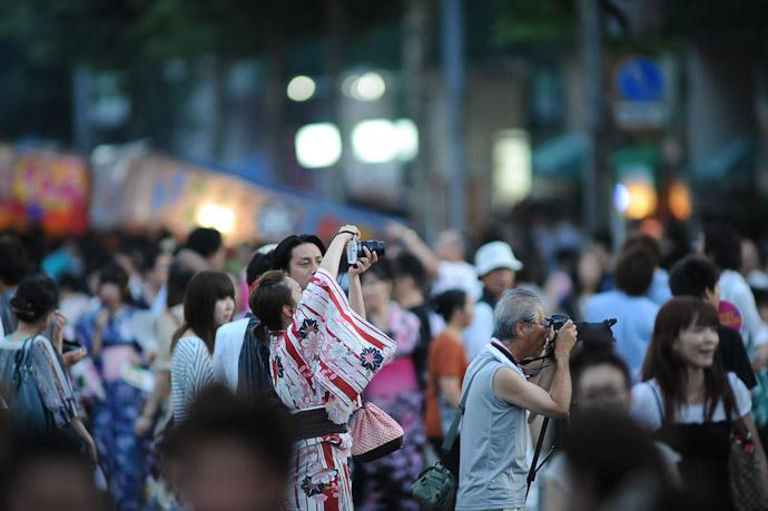 Kimono Camera Lady -- Gion Matsuri (祇園祭) -- Kyoto, Japan -- Copyright 2011 Jeffrey Friedl, http://regex.info/blog/