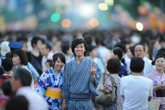 Nice Couple -- Gion Matsuri (祇園祭) -- Kyoto, Japan -- Copyright 2011 Jeffrey Friedl, http://regex.info/blog/