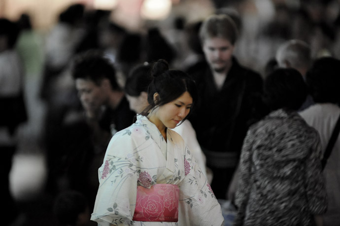 Picture of Poise and Grace -- Gion Matsuri (祇園祭) -- Kyoto, Japan -- Copyright 2011 Jeffrey Friedl, http://regex.info/blog/