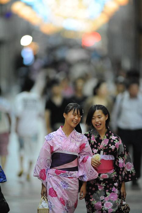 Having a Good Time -- Gion Matsuri (祇園祭) -- Kyoto, Japan -- Copyright 2011 Jeffrey Friedl, http://regex.info/blog/