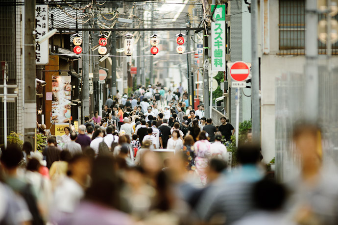 Side Street Gion Matsuri Festival, Kyoto Japan -- Gion Matsuri (祇園祭) -- Copyright 2011 Jeffrey Friedl, http://regex.info/blog/