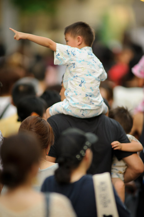 Backseat Driver out of focus because I need more practice to focus-follow a moving subject ( the shot prior to this was in perfect focus, but the boy's pointing arm was cut off ) -- Gion Matsuri (祇園祭) -- Kyoto, Japan -- Copyright 2011 Jeffrey Friedl, http://regex.info/blog/