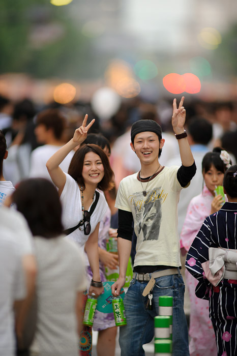 Smiling Couple -- Gion Matsuri (祇園祭) -- Kyoto, Japan -- Copyright 2011 Jeffrey Friedl, http://regex.info/blog/