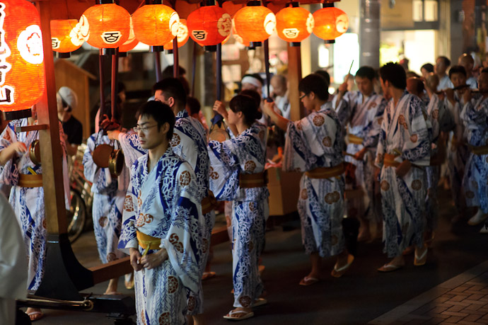 Gongs and Drums -- Gion Matsuri (祇園祭) -- Kyoto, Japan -- Copyright 2011 Jeffrey Friedl, http://regex.info/blog/