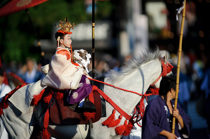 Child King or so it seemed -- Gion Matsuri Shinkousai (祇園祭、神幸祭) -- Kyoto, Japan -- Copyright 2011 Jeffrey Friedl, http://regex.info/blog/