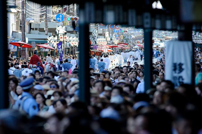 There They Go heading west down Shijo Street -- Gion Matsuri Shinkousai (祇園祭、神幸祭) -- Kyoto, Japan -- Copyright 2011 Jeffrey Friedl, http://regex.info/blog/