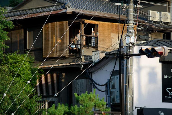 Private Viewing -- Gion Matsuri Shinkousai (祇園祭、神幸祭) -- Kyoto, Japan -- Copyright 2011 Jeffrey Friedl, http://regex.info/blog/