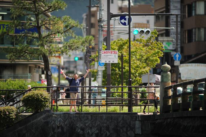Noticed Me camped out at the Sanjo Starbucks, Kyoto Japan  --  Copyright 2011 Jeffrey Friedl, http://regex.info/blog/