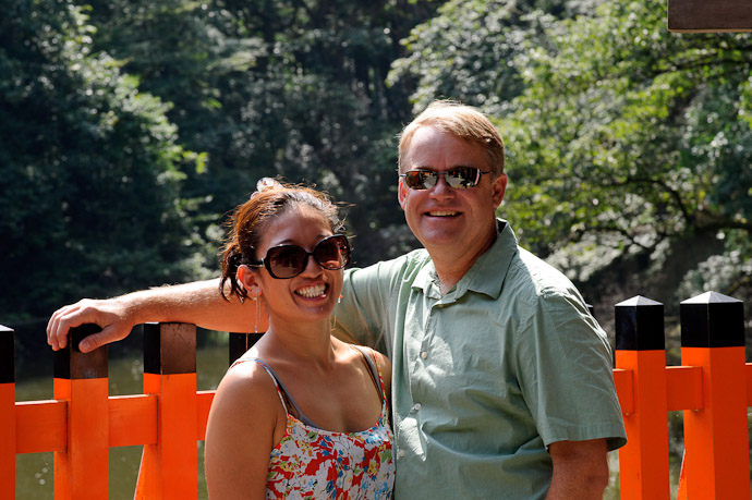 Lauren and Mike at the Fushimi Inari Shrine, Kyoto Japan -- Fushimi-Inari Taisha (伏見稲荷大社) -- Copyright 2011 Jeffrey Friedl, http://regex.info/blog/
