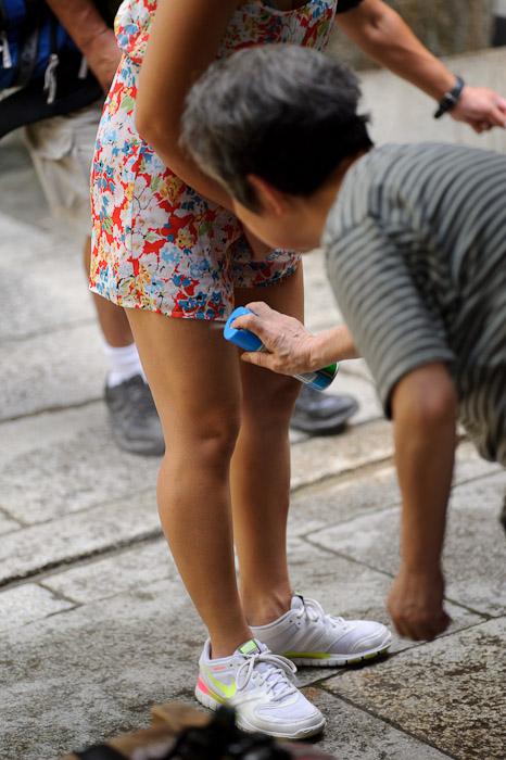 Bug Treatment -- Fushimi-Inari Taisha (伏見稲荷大社) -- Kyoto, Japan -- Copyright 2011 Jeffrey Friedl, http://regex.info/blog/
