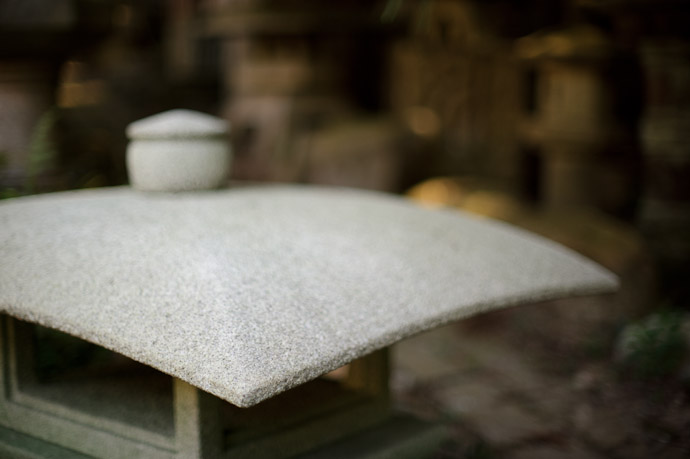 Smooth -- Nishimura Stone Lanterns (西村石灯籠) -- Kyoto, Japan -- Copyright 2011 Jeffrey Friedl, http://regex.info/blog/