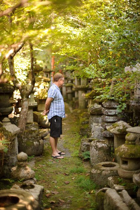 Surrounded in the side garden -- Nishimura Stone Lanterns (西村石灯籠) -- Kyoto, Japan -- Copyright 2011 Jeffrey Friedl, http://regex.info/blog/